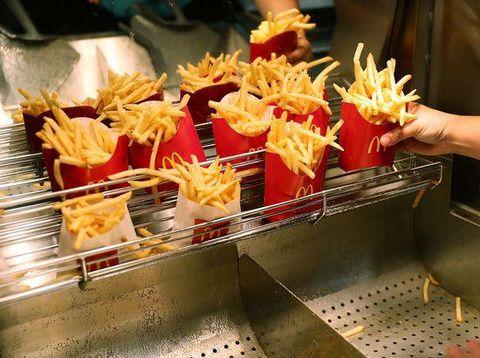 Kentang goreng McDonald's yang gurih enak.