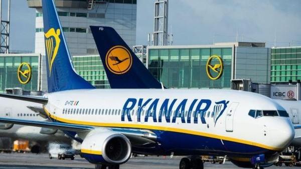 Foto: Maskapai bujet yang sudah terbang selama 33 tahun dari Inggris, Ryanair juga nyaris tak pernah kecelakaan fatal. Hanya di tahun 2008, maskapai ini mengalami birdstrike sehingga harus mendarat darurat di Bandara Fiumicino, Roma. Setelahnya, aman-aman saja. (Reuters)