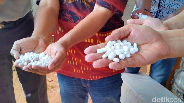 Penggerebekan pabrik pil PCC di Purwokerto.
