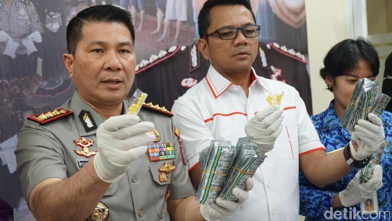 Puluhan Ribu Butir Obat Ilegal Diamankan di Jakbar