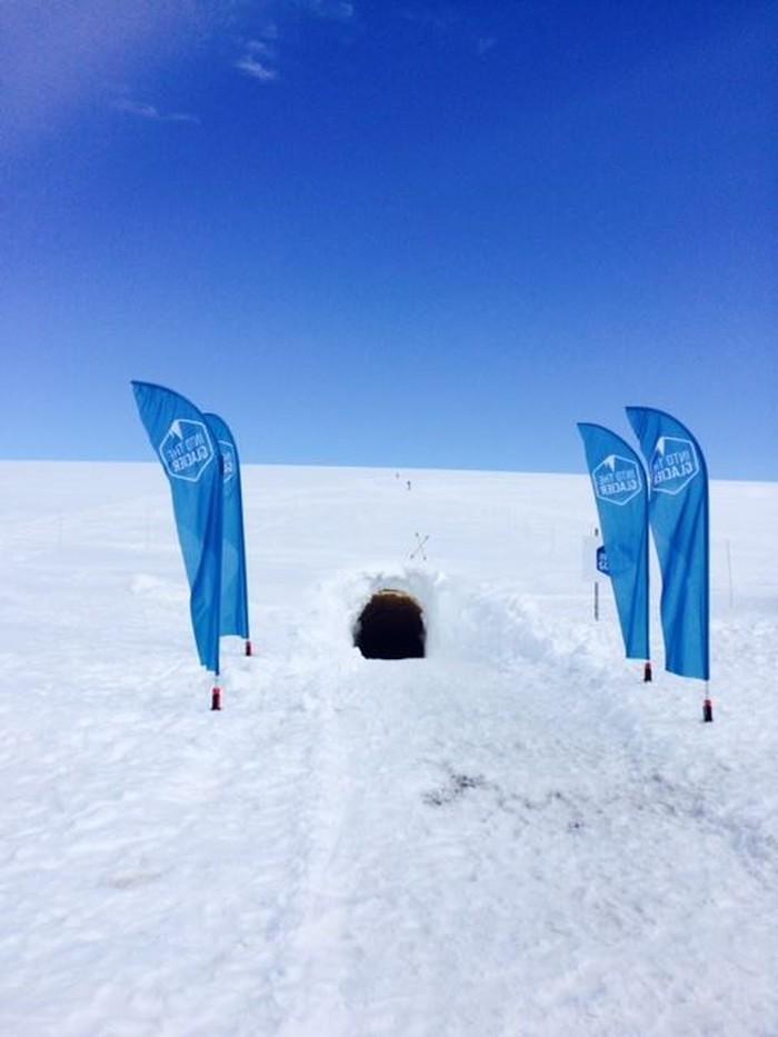 Mencairnya glasier di kutub bumi akibat dampak perubahan iklim akan meningkatkan volum air laut. Hal ini membuat lebih banyak air di bumi yang tidak terevaporasi menjadi hujan dan mudah terkontaminasi polutan. Air tersebut bila kemudian diserap tanah tidak akan untuk dikonsumsi karena bisa mempengaruhi kesehatan, menurut laporan yang oleh ditulis dari penelitian 100 ahli tersebut. (Foto ilustrasi: Into the Glacier/Facebook)