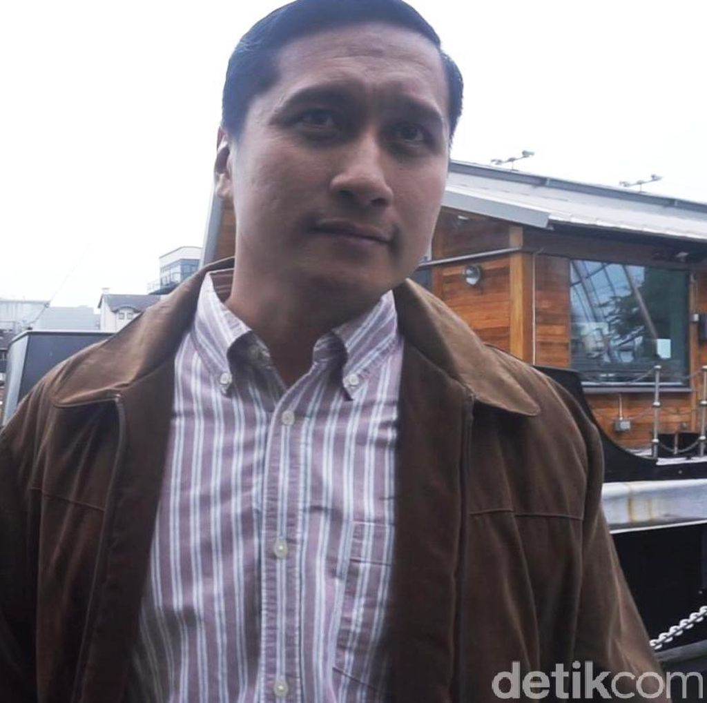 Soal Laporkan Suami Artis, Arie Untung Rugi Rp 500 Juta