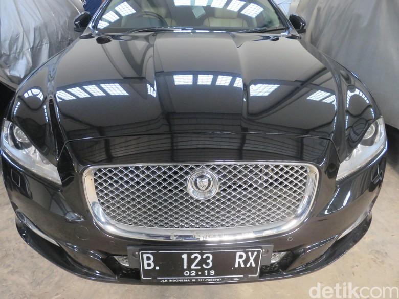 Jaguar tipe XJL 3.0VG AT Sitaan KPK yang akan dilelang (Foto: Ruly Kurniawan)