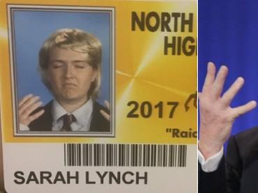 Anak yang satu ini perempuan lho Bun. Tapi di foto ID-nya ia mengimitasi gaya presiden Trump. Hi hi hi. (Foto: Twitter/ @Sarah_Lynch_004)