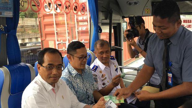 Bus bertarif Rp 20 ribu ini dilengkapi AC, soket ponsel hingga WiFi gratis.