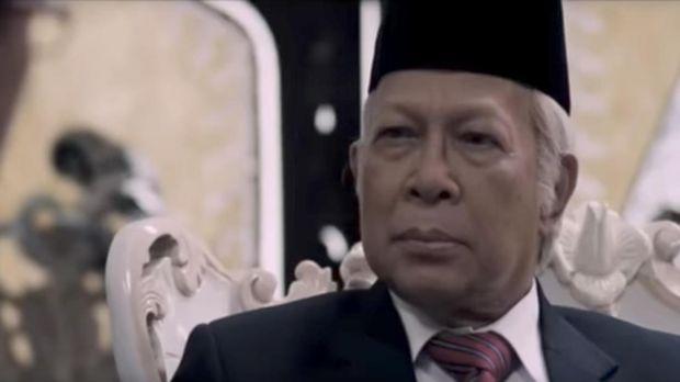 Amoroso Katamsi sebagai Soeharto di 'Di Balik 98.'