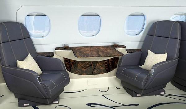 Pesawat jet ini merupakan pesawat tercepat di kelasnya. Ada sofa-sofa yang nyaman di setiap sisinya (dok. Embraer)