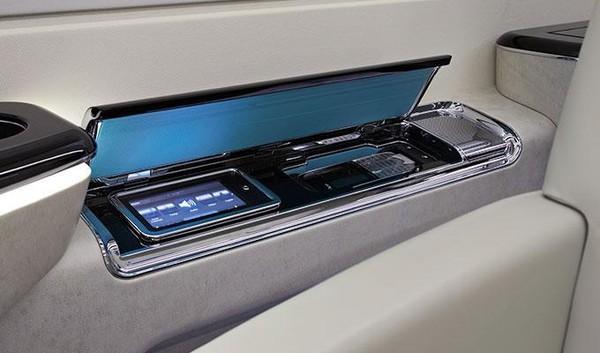 Fasilitas hiburan mewah nan elegan juga hadir di pesawat jet Embraer Legacy 500 ini. Fasilitas yang bakal memanjakan traveler selama di dalam perjalanan (dok. Embraer)