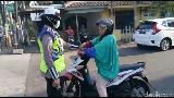 Apa yang Terjadi Pada Emak-emak yang Ngamuk ke Polwan di Semarang?