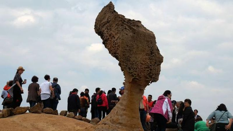 Yehliu Geopark merupakan obyek wisata terkenal di Distrik Wanli yang terletak di sebelah utara Kota Taipei, Taiwan. Objek wisata ini terkenal karena menyimpan aneka batuan alami yang membentuk formasi unik (AFP)