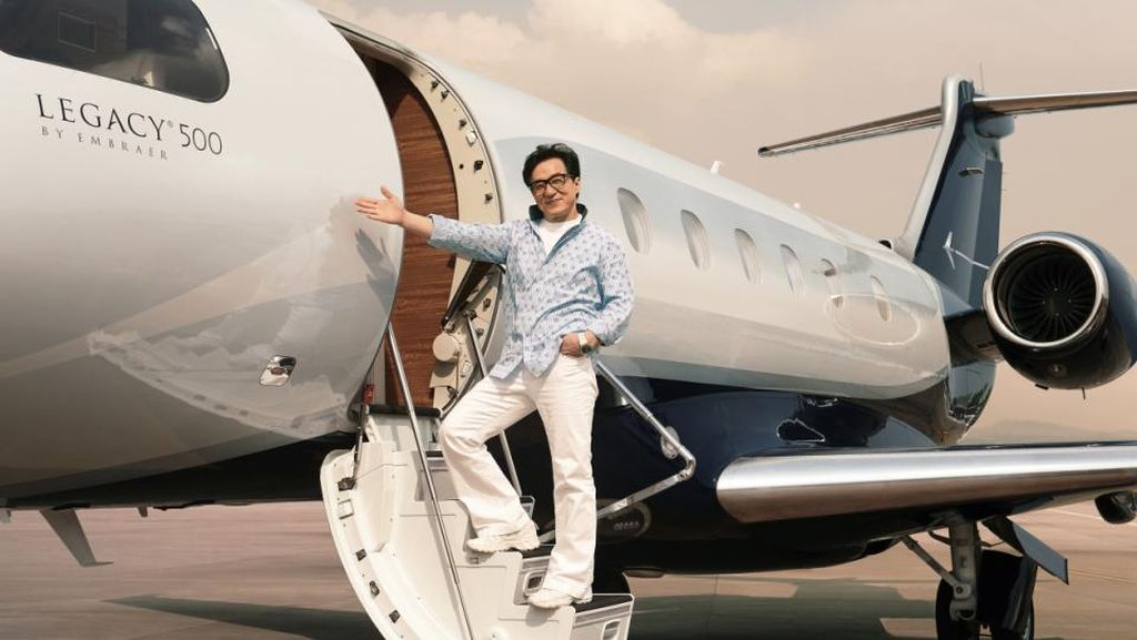 Foto Mewahnya Jet Pribadi Jackie Chan