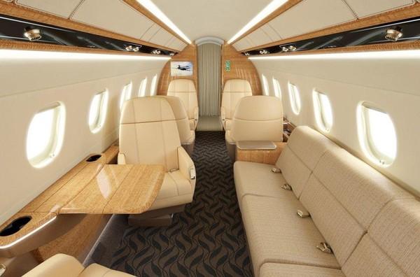 Jackie Chan diketahui merupakan duta dari perusahaan jet bernama Embraer. Setiap beberapa tahun sekali, Embraer akan memberikan satu buah pesawat jet dengan interior super mewah untuk Jackie Chan (dok. Embraer)