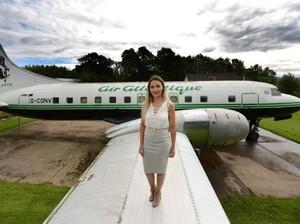 Tak Disangka, Dalam Pesawat Jadul Ini Ternyata Ada Salon Mewah