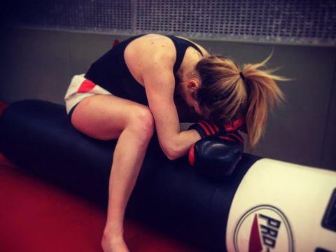 Tinju membuat Ellie Goulding bisa mengontrol gangguan kecemasan yang dialaminya
