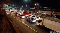 H-4 Natal, Kakorlantas: Lonjakan Kendaraan di Tol Japek Capai 40%