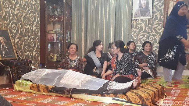 Begini Suasana Duka di Rumah Keluarga Momo 'Geisha'