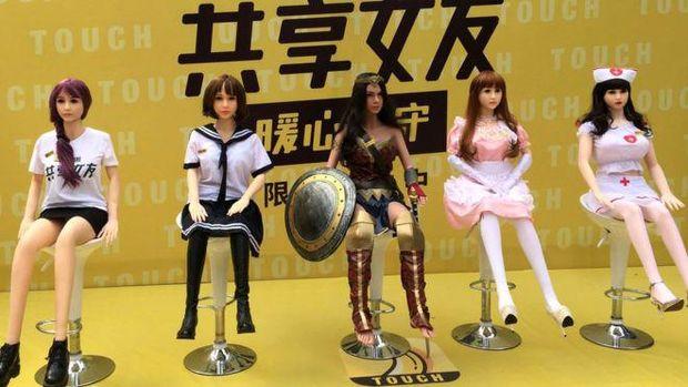 Ada beberapa model boneka seks yang bisa disewa pelanggan.