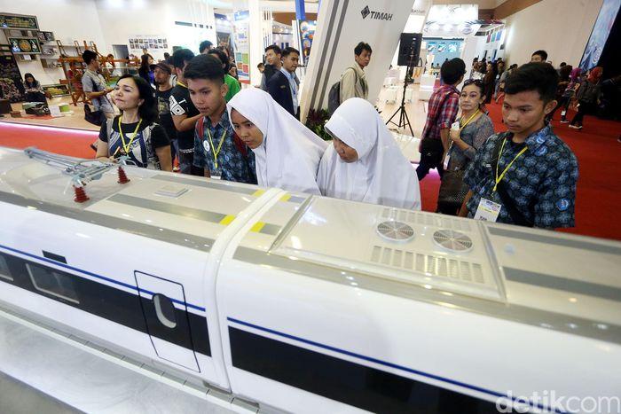 Ajang tahunan Indonesia Business and Development ( IBD) Expo 2017, kembali digelar oleh Kementerian BUMN, di JCC Senayan, Jakarta. Mulai dari Kereta Cepat Indonesia China (KCIC) Jakarta-Bandung, LRT, hingga Kota Walini dipamerkan di acara ini.