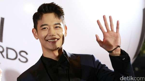 Ganteng Banget! Minho Shinee Sapa Fans di Jakarta