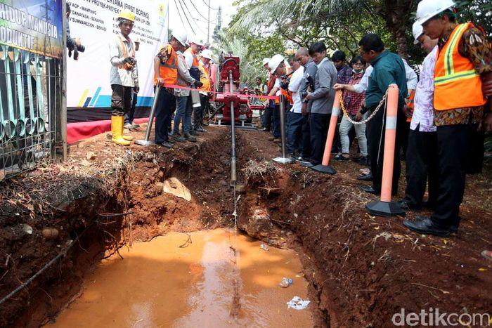 Direktur Bisnis Regional Jawa Bagian Barat PLN, Haryanto WS, mengatakan kabel bawah tanah yang rencananya dapat beroperasi pada pertengahan tahun 2018 itu memiliki panjang 129,2 km serta dengan biaya konstruksi sekitar Rp 997 Milyar.