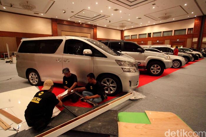 Mobil dan motor sitaan KPK telah terparkir rapi di Jakarta Convention Center (JCC). Berikut suasana lokasinya jelang pelelangan besok, Jumat (22/9).