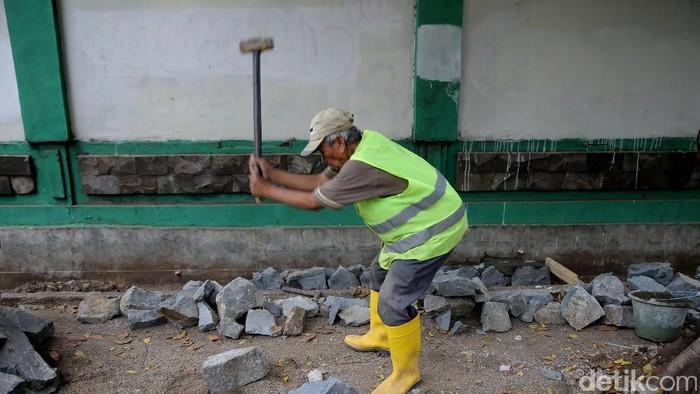 Pekerjaan yang menguras fisik seperti buruh bangunan dan penambang disebut penelitian bisa memperpendek usia pria. Foto: Agung Pambudhy/detikcom