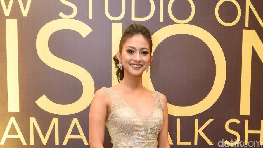 Cantiknya Rini Yulianti, Nggak Kalah dari Ririn Ekawati Lho..