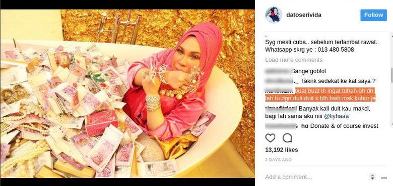 Oleh netizen Malaysia sendiri, Dato Seri Vida dihujat habis-habisan. Gara-gara kerap mengunggah fotonya kala mandi tumpukan uang itu, Dato Seri Vida menerima banyak cibiran. Salah satunya komentar yang diblok satu ini mengingatkannya harta tak dibawa mati. Foto: Instagram @datoserivida