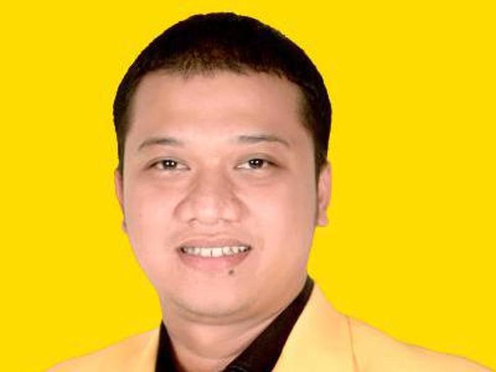 Danieladalah putra dariIriantoMSSyafiuddin(Yance), yang merupakan mantan BupatiIndramayu. Ibunya,AnnaSophana, Bupati Indramayu yang kini menjabat.