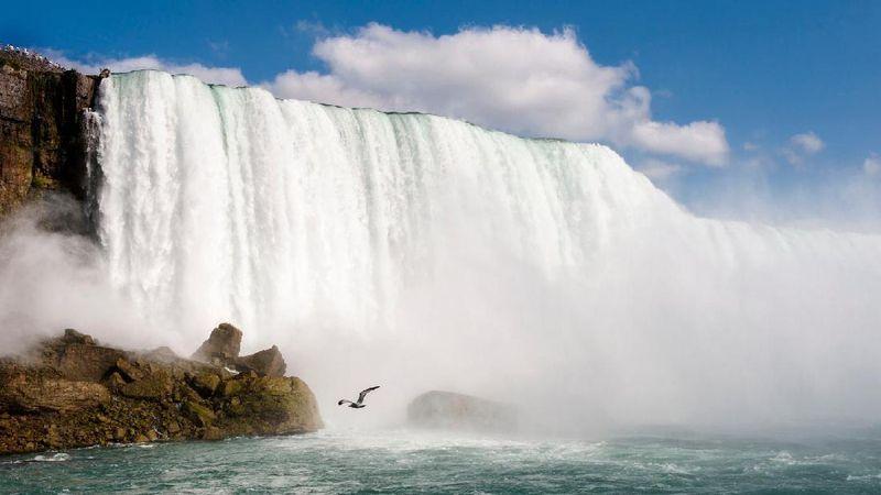 10. Air Terjun Niagara, New York and Ontario. Dari riset Globehunters, tempat wisata ini mendapatkan 719 ribu pencarian rata-rata per bulan. (Foto: Thinkstock)