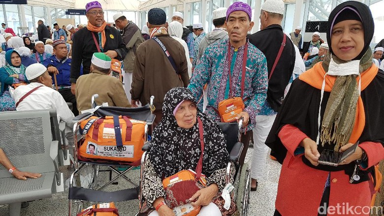 Pengalaman Berkesan Bambang Dibantu 4 Orang Dorong Kursi Roda Mertua