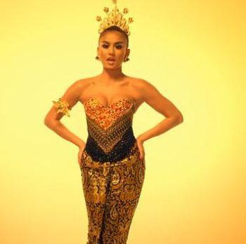 Seksi dan Megahnya Agnez MO Pakai Kebaya Anne Avantie di Video Klip Baru