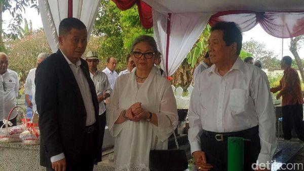 Menteri Jonan Ziarah ke Makam Pahlawan Pertambangan Indonesia