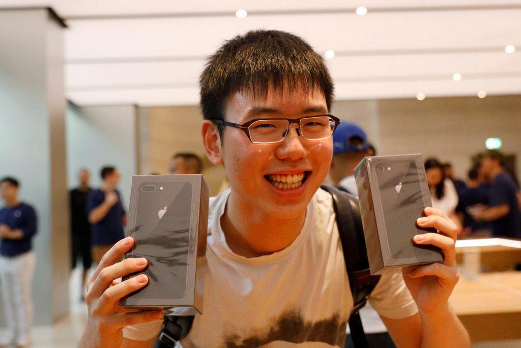 iPhone 8 berhasil membuat penasaran publik. Terbukti, pencarian iPhone 8 berada di urutan pertama pencarian Google global. Foto: Reuters