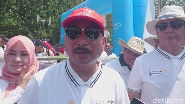 Menpar Arief memberi keterangan kepada media (Muhammad Iqbal/detikTravel)