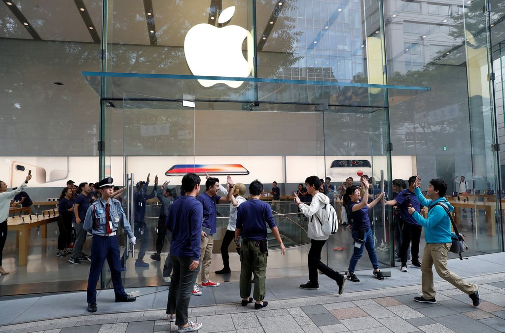 Apple fan Shoko Kimura waits for the release of Apple's new Apple Watch in front of the Apple Store at Omotesando shopping district in Tokyo, Japan, September 21, 2017.   REUTERS/Toru Hanai