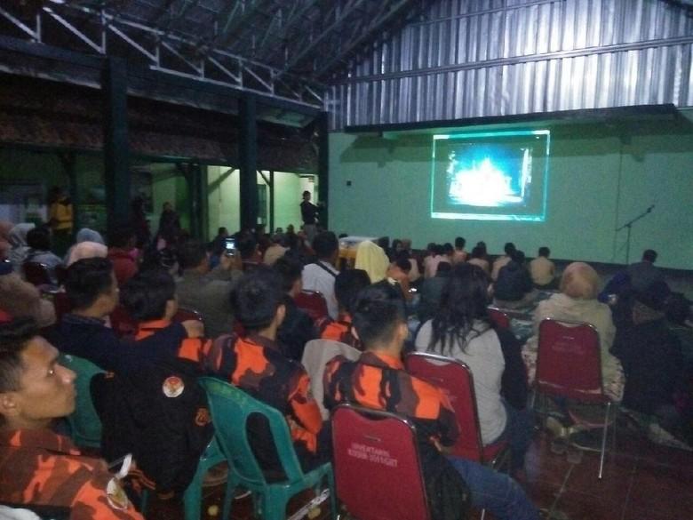 Antusiasme Warga ikut Nobar Film G30S/PKI di Aula Makodim Garut