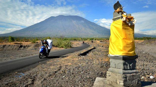 Status Awas Gunung Agung, Ribuan Pengungsi Pasrah di GOR