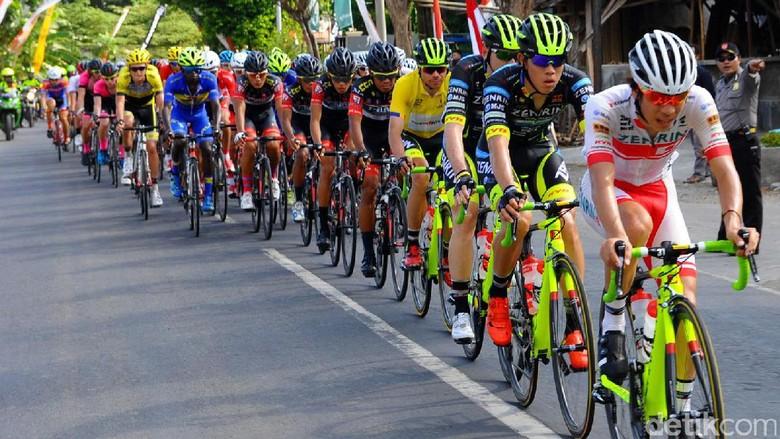 Suasana balap sepeda International Tour de Banyuwangi Ijen (Ardian/detikTravel)