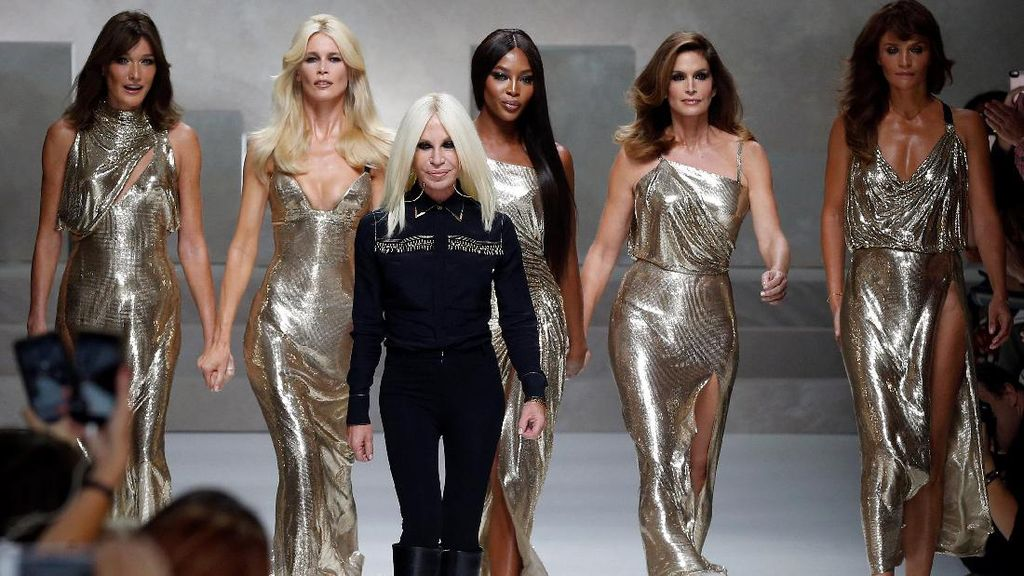 Donatella Versace Sabet Gelar Fashion Icon di The Fashion Awards 2017