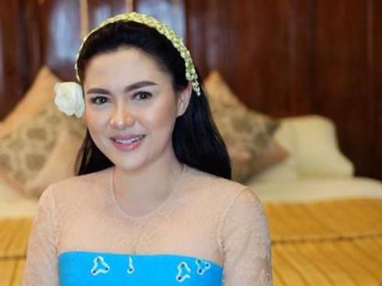 Vicky Shu Resmi Dinikahi Ade Imam, Maharnya Uang Tunai Sesuai Tanggal