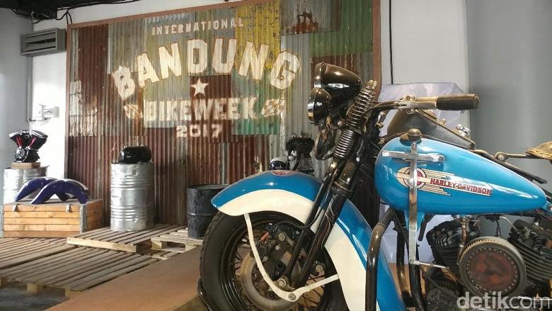 2.500 Biker Siap Main Angklung di Atas Motor Harley-Davidson Foto: Tri Ispranoto