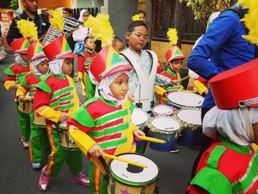 Ada juga lho yang menyambut tahun baru Hijriah dengan pawai drum band. (Foto: Instagram/hermanteol)