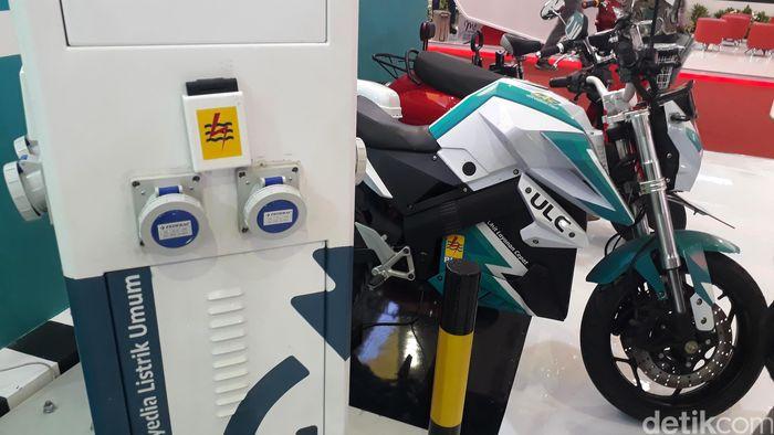 Mulai dari motor, sepeda, hingga gerobak mejeng di booth PLN di JCC Senayan.
