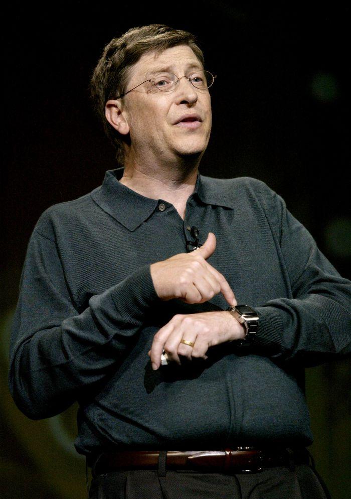 Estimasi kekayaan terakhir Bill Gates menurut Forbes adalah USD 86,9 miliar atau di kisaran Rp 1.157 triliun. Arloji termahal di dunia pun bisa dengan mudah dia beli. Tapi karena satu dan lain hal, dia malah gemar memakai jam Casio sederhana. Justin Sullivan/Getty Images.