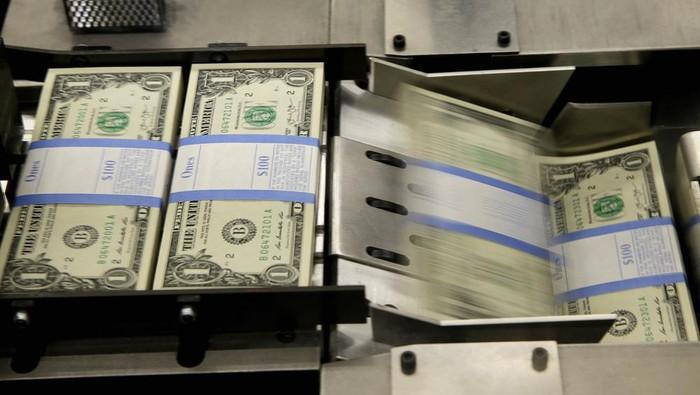 Mata uang dolar Amerika Serikat (AS) menjadi salah satu mata uang yang diakui sebagai mata uang dunia. Penasaran dengan wujud dan proses pembuatannya?