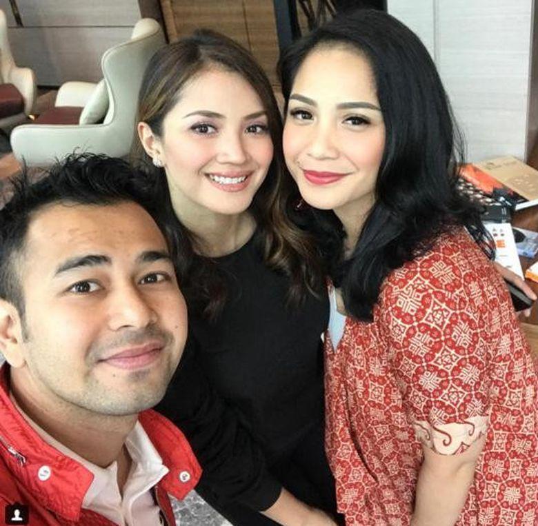 Sehari setelah rumah dibobol oleh pria yang diduga mau mencuri, Raffi Ahmad dan Nagita terbang ke Malaysia. Foto: Instagram @raffinagita1717
