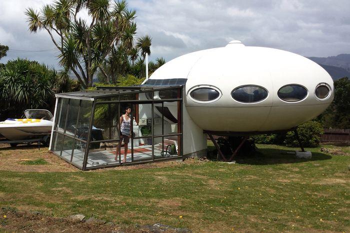 Begini penampakan rumah unik berbentuk UFO di Selandia Baru. Istimewa/Juanita Clearwater.