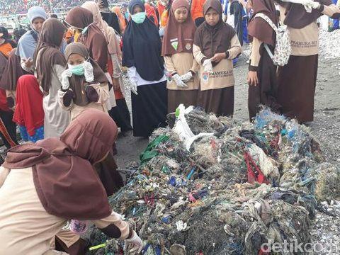 Sampah-sampah yang berhasil dikumpulkan/