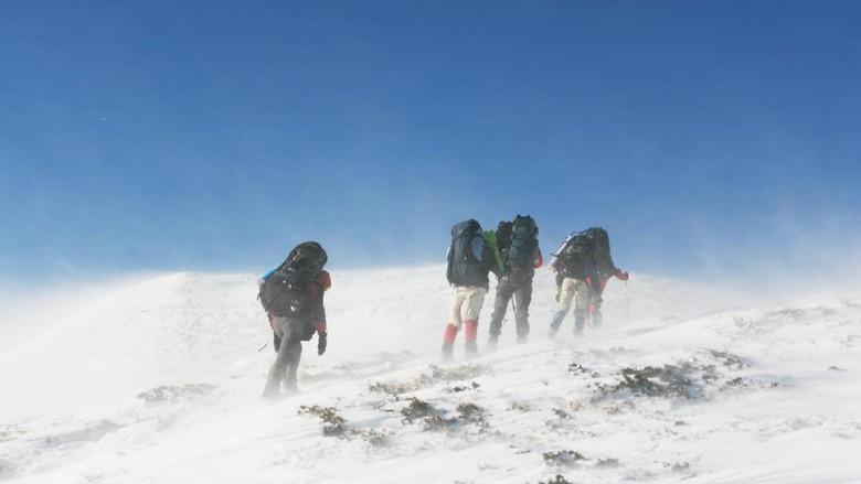 Badai Salju Tewaskan 8 Pendaki di Puncak Gunung Gurja Nepal
